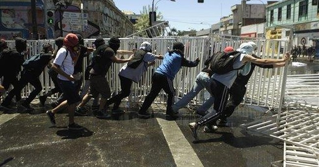 Clashes in streets as Chilean students protest