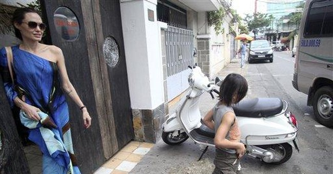 Jolie-Pitt brood visit Vietnam