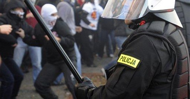 Violent youth clash with police in Warsaw