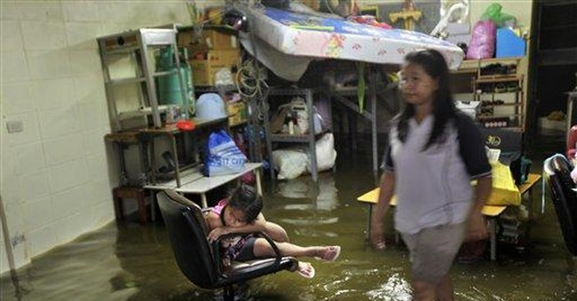 More Bangkok residents advised to flee floodwaters