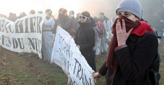 French riot police clash with anti-nuke protesters