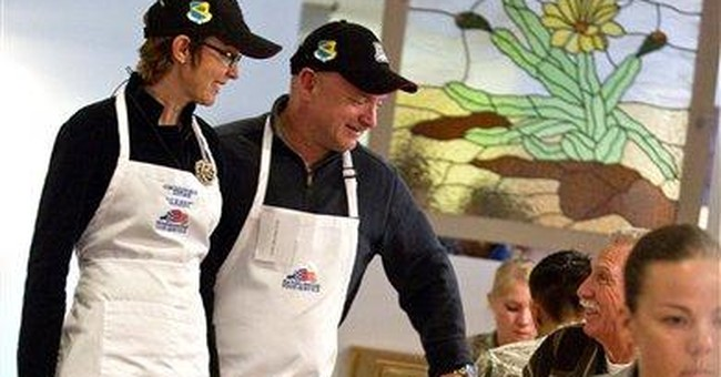 Giffords serves Thanksgiving meal at Ariz. base