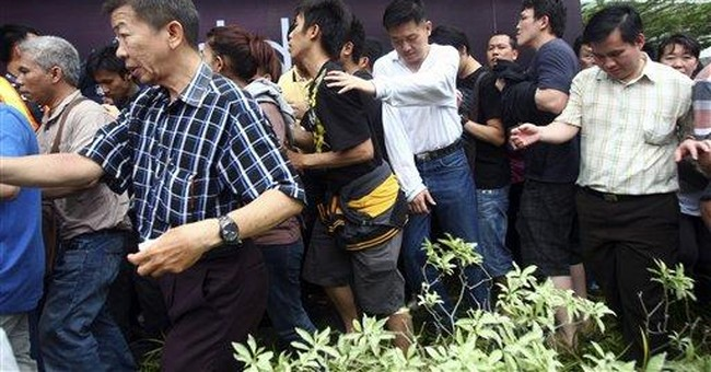 Thousands queue in Indonesia to buy new Blackberry