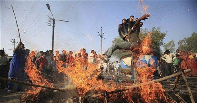 Bhopal disaster protesters block India trains