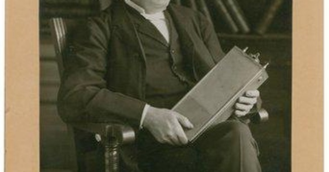 1911 signed Edison photo sells in NH for $31K-plus