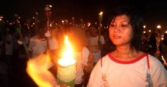Indonesia paraders set records with 3,777 torches