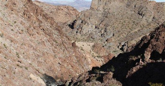 Crews to remove Nev. helicopter wreckage by air