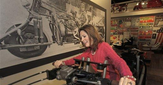 Occupy hecklers drown out Bachmann at Iowa diner