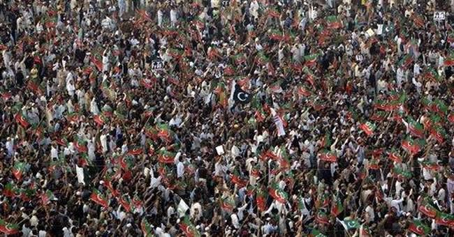 Pakistani cricketer draws over 100,000 to rally