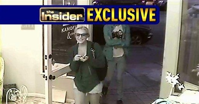 Footage shows Lohan wearing necklace in theft case