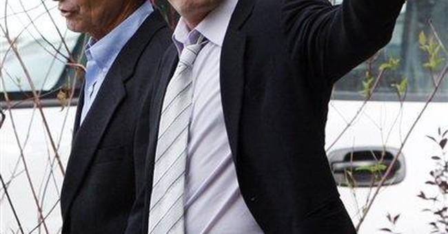 El Salvador diplomat asks Sheen for apology