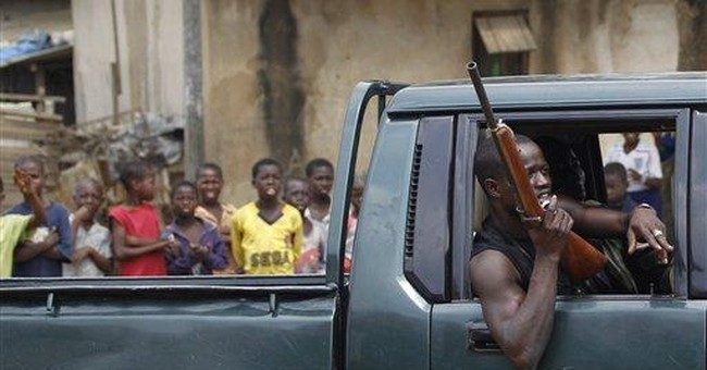 Ivory Coast fighters move in on entrenched leader