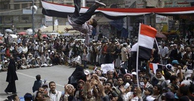 Government supporters attack Yemen protesters