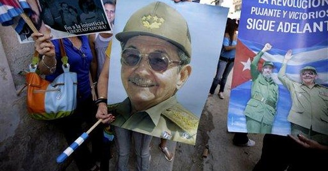 Pro-government crowd taunts dissidents in Havana