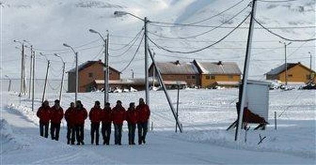 Prince Harry takes plunge on Arctic trek
