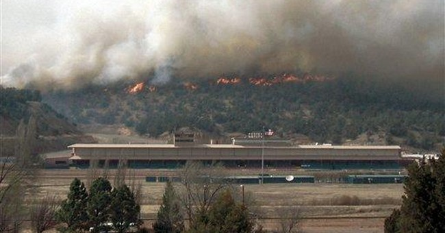 Evacuations lifted on NM fire that burned 5 houses