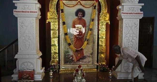 Hindu guru Sai Baba on hospital breathing support
