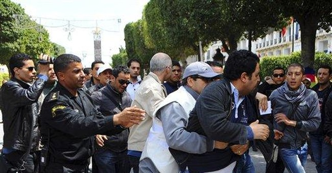 Protesters, police clash in heart of Tunis