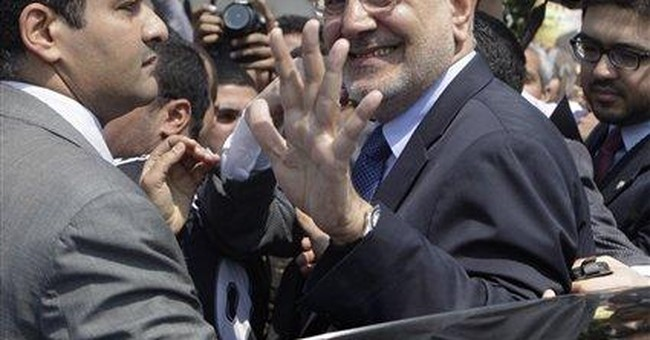 Moderate Islamist runs on middle ground in Egypt