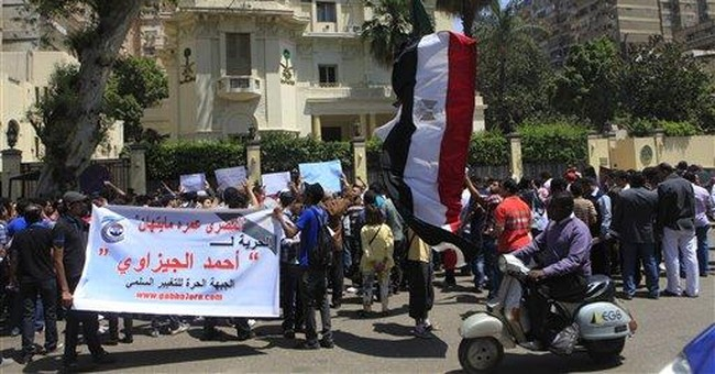 Egyptians protest lawyer's arrest in Saudi
