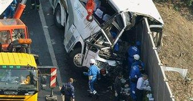 7 killed as bus crashes on way to Tokyo Disneyland