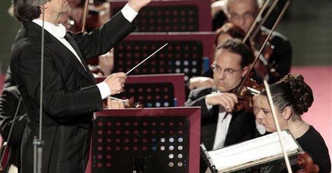 Pope enjoys concert conducted by Muti at Vatican
