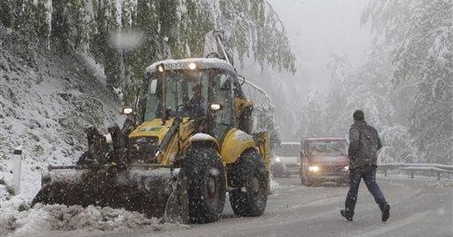 Heavy snow surprises Bosnians after a hot weekend