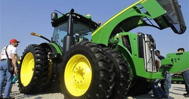 Deere fiscal 2Q profit rises, beats expectations