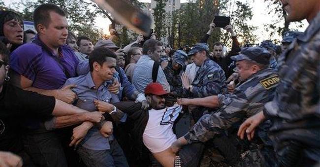 Dozens continue to occupy Moscow square
