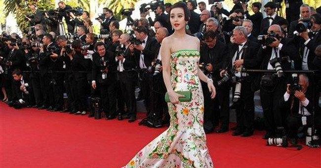 Fan Bingbing shows off dynasty dress at Cannes