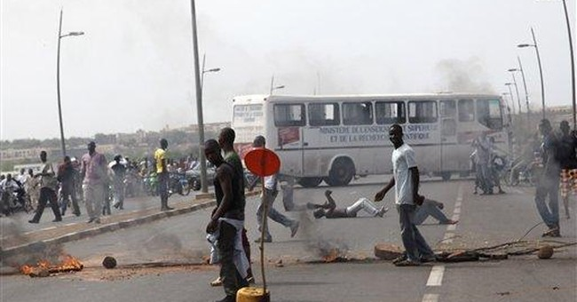 Interim president of Mali injured by protesters