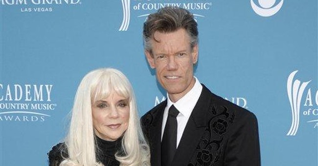 Randy Travis accuses ex of betraying information
