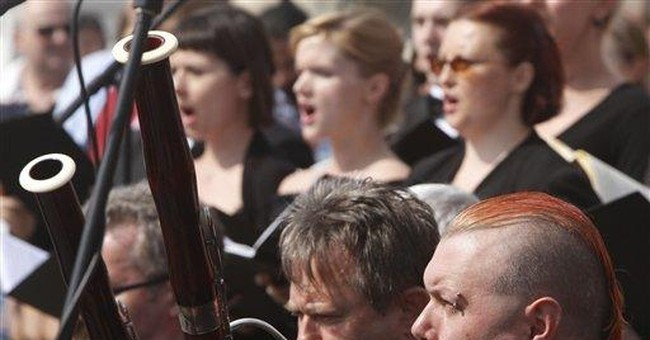 Polish orchestra plays Mozart's Requiem in protest