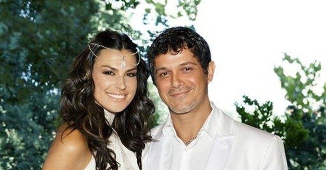 Spanish pop star Alejandro Sanz marries girlfriend