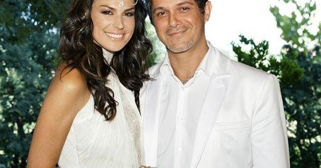 Spanish pop star Alejandro Sanz marries girlfriend