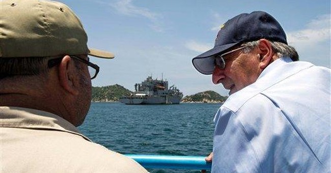 Panetta sends message to China on Vietnam visit