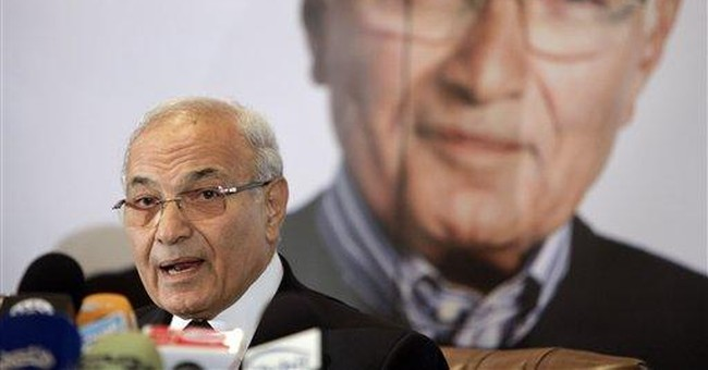 Old Egypt regime candidate attacks Islamist rival