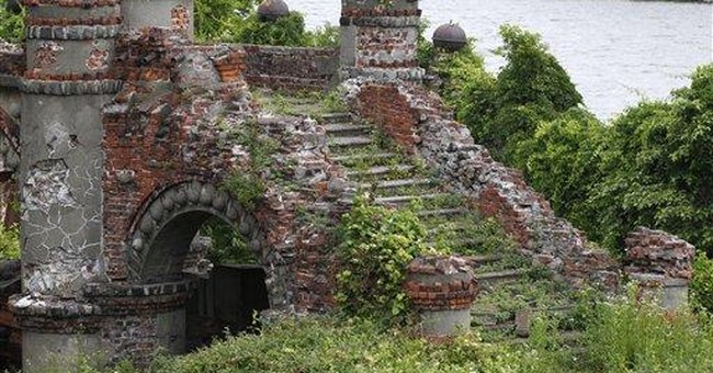 Race continues save striking castle on the Hudson