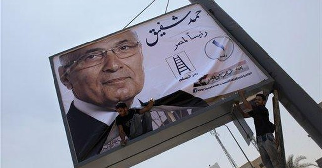 Egypt extends military police powers before vote