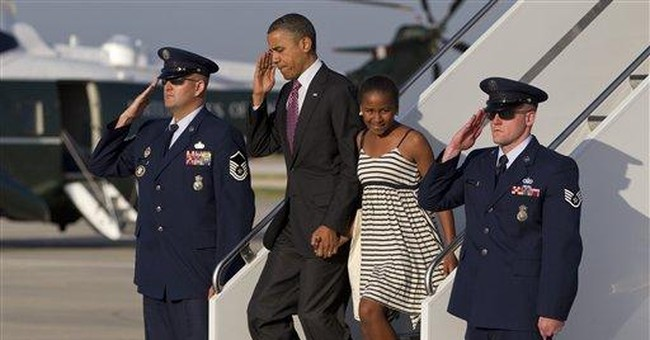 Obama family takes an evening stroll in Chicago