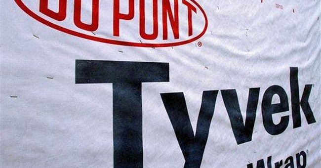 DuPont sees slight 4Q dip, record annual earnings