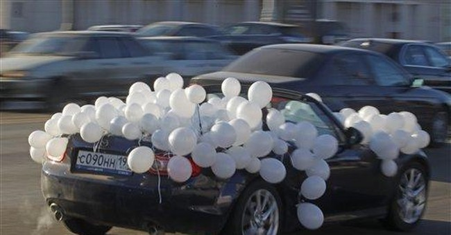 Cars circle central Moscow in anti-Putin protest