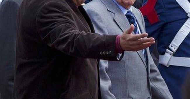 Cuba's Raul Castro visits Venezuela's Chavez