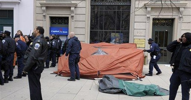 Police clear tents from Occupy site in DC; 7 held
