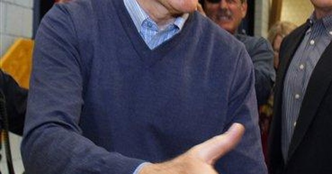 Romney edges Santorum in conservatives' straw poll