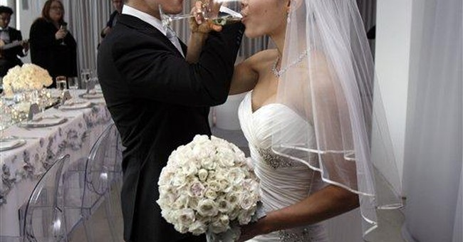 1st same-sex couples wed at Empire State Building