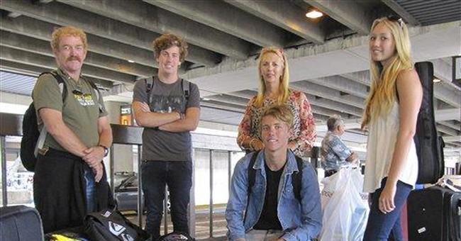 Aussie airline goes under, strands 4,000 travelers