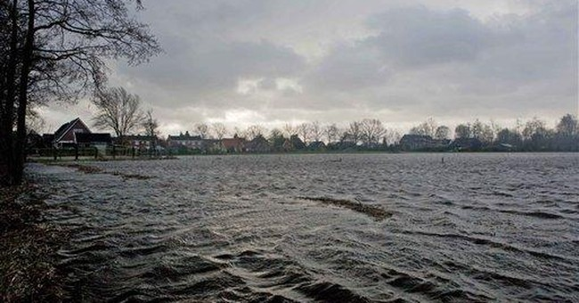 High water in north sparks Dutch evacuations