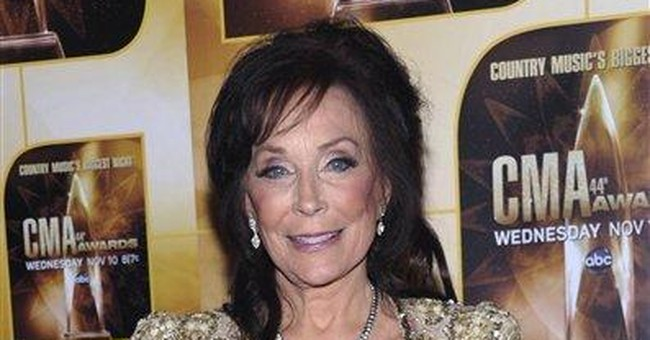 Loretta Lynn postpones 2 shows to heal her knee