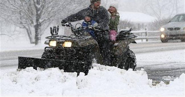 Storm dumps snow on South, heads out to sea